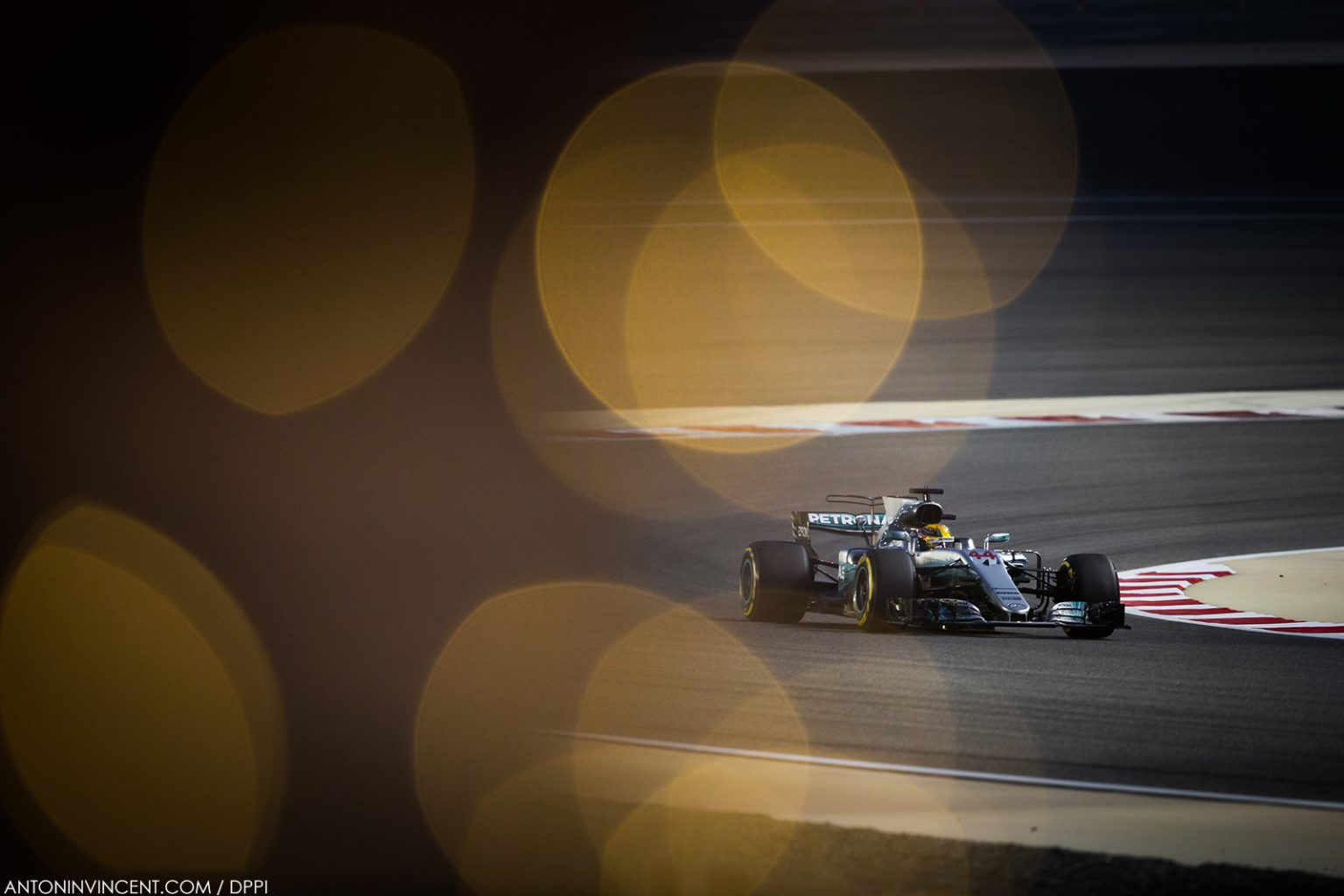 44 HAMILTON Lewis (gbr) Mercedes W08 Hybrid EQ Power+ team Mercedes GP, action         during 2017 Formula 1 FIA world championship, Bahrain Grand Prix, at Sakhir from April 13 to 16  - Photo Antonin Vincent / DPPI