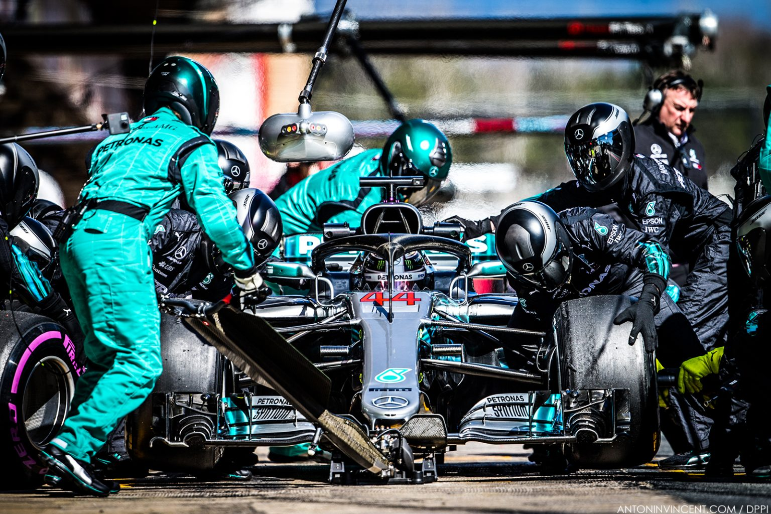 44 HAMILTON Lewis (gbr), Mercedes W09 Hybrid EQ Power+ team Mercedes GP, action pitstop practice during Formula 1 winter tests 2018 at Barcelona, Spain from  March 6 to 9  - Photo Antonin Vincent / DPPI
